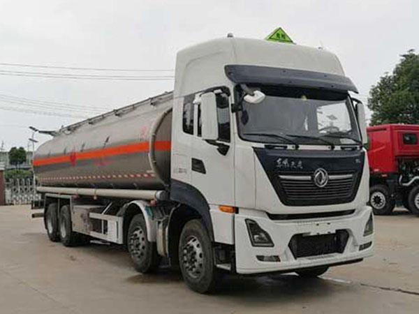 Caminhão tanque de combustível de liga de alumínio de seis emissões da Dongfeng Tianlong 8X4 euro
